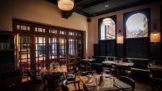주문보다 '17배' 비싼 와인 제공한 직원에게 오히려 '응원 메시지' 보낸 식당 대표