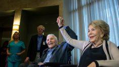 """""""사랑의 비결은 경청""""…헐리우드 스타, 64년간 함께 해온 아내 100세 생일 축하"""