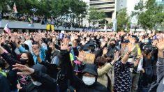 홍콩 시위대, 인권탄압 가담한 中 관리 체포 요구…경찰은 최루탄 발사