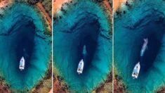 """""""'지구의 눈'이라 불리는 물속에서 고래가 나와 사람들에게 인사하는 희귀한 모습이 포착됐습니다"""""""